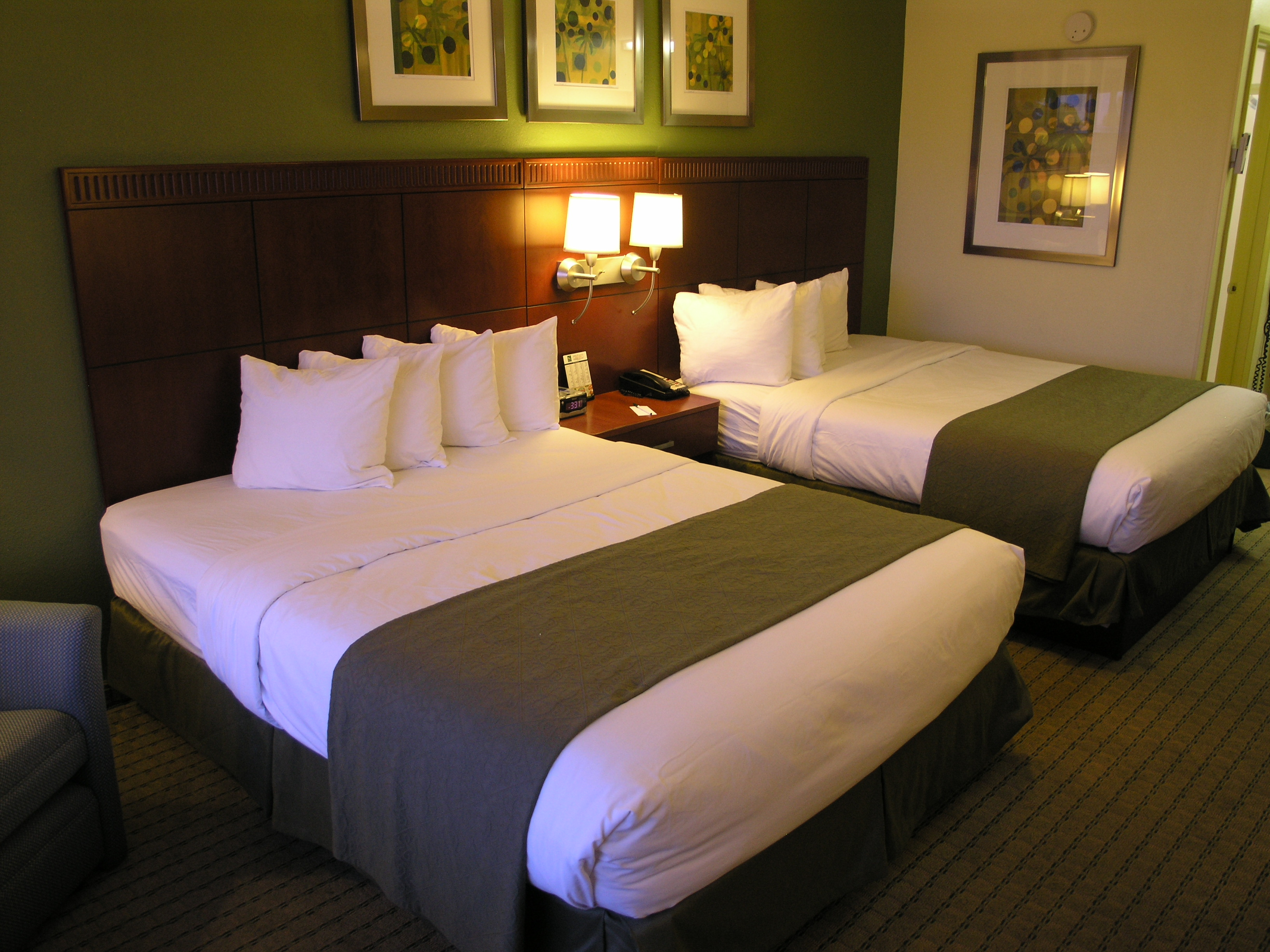 Staying at the Rodeway Inn and Suites Fort Lauderdale Airport/ Cruise Port